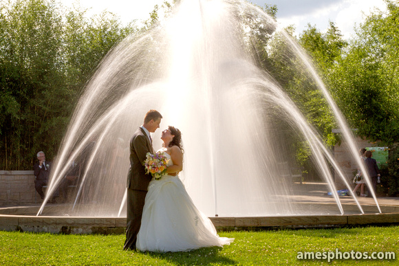 Penn State Arboretum fountain wedding photo
